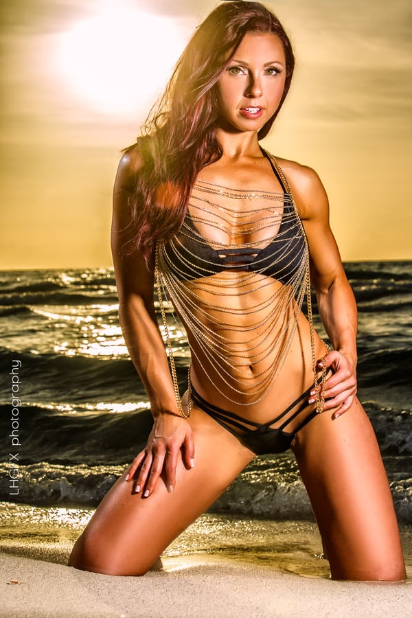 Cyberflexing.com Exclusive Interview With WBFF Pro Fitness Competitor Janelle Nicolo